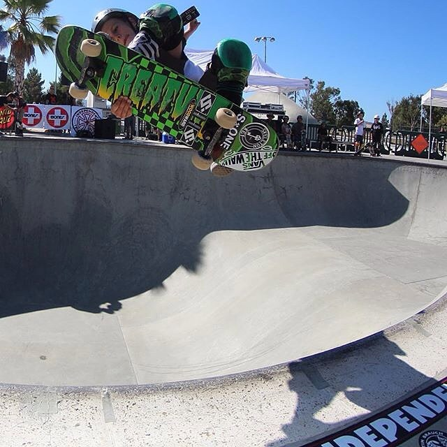 @tatecarew with a high speed lien air at the Tim Brauch Memorial contest last weekend . Tate wears the S1 Lifer Helmet . #skateboarding #lienair #bowlrider #tatecarew #s1helmets  #timbrauchcontest