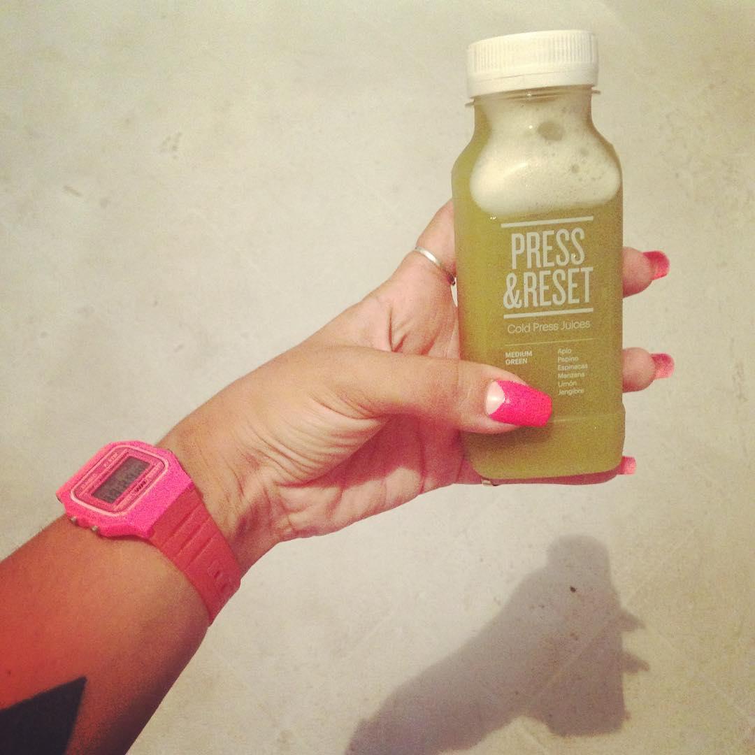 Arrancando la mañana con @pressandreset y su propuesta de Cold Press Juice de apio, espinacas, pepino, manzana, limón y jengibre.  My Fav!