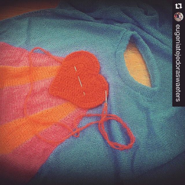 #Repost @eugeniatejedoraswaeters, la genia del super #sweater #lovepower #workinprogress ❤️⚡️ ・・・ #knitwear #knitting #knit #knitstagram #delasbolivianas