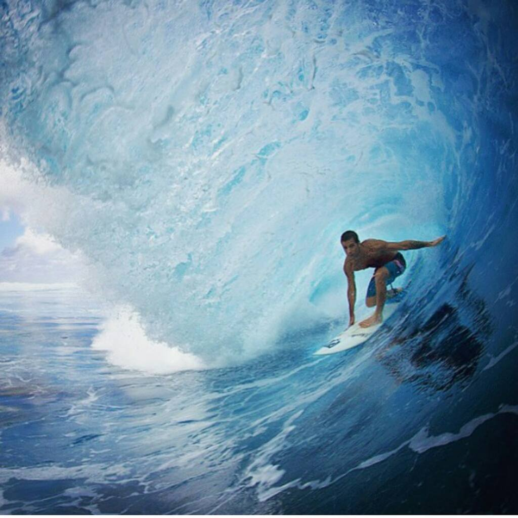 @juanarca1 en Teahupoo por @freddybooth #surf #surfing #ReefTeam #ReefArgentina #justpassingthrough #LifeIsShortGoSurfing
