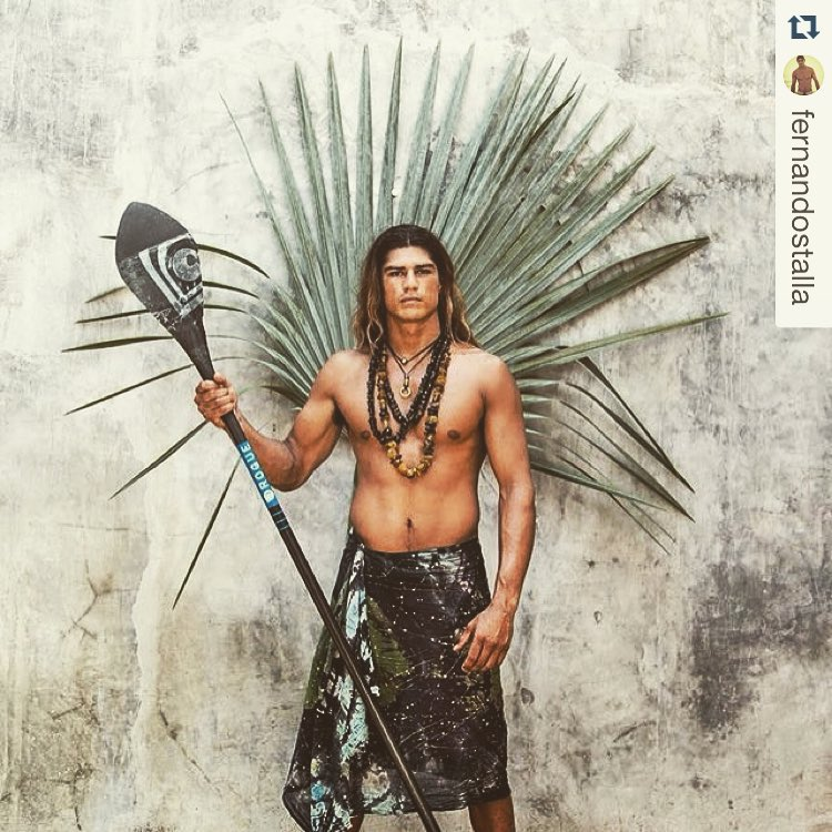 #Repost @fernandostalla is a bo$$・・・ A fun shoot with my friend @Eliotthepotato #native , getting ready to go to Tahiti working on my native look! Hahaha #teveiperles @teveiperle_perledetahiti  @roguesup @virusintl @bombereyewear @purakai @renicgear