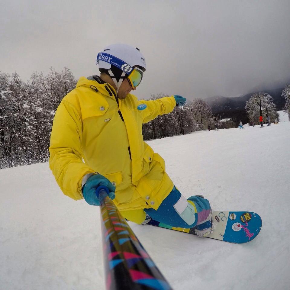 @martinbogus con su #ZephyrPole en @cerro_chapelco !! Tremenda la nieve que hay en el cerro!! ❄⛄