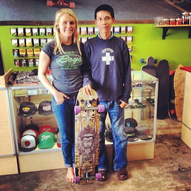 Looking for Boys that can Cook & Ride? Do it like Amanda Powell @amandapowellskate and say it with our t-shirt! Get yours at www.longboardgirlscrew.com/shop/ Pic source @skateriviera #flirtingdoneright