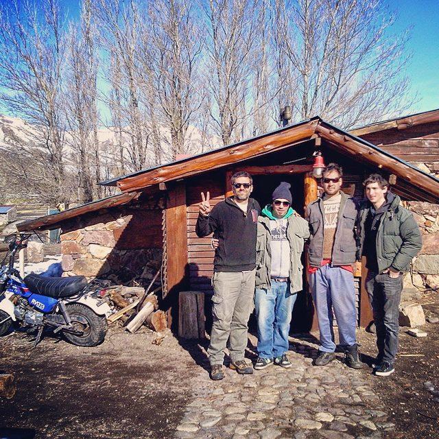 Looking for mountain paradise?? El refugio Kutralwe en el Valle de Los Molles explota! Nico y Gonza unos genios! Más .:Conexión Natural:. que nunca!  #TRIP #FRIENDS #LASLEÑAS #SNOWBOARD #ARGENTINA #SNOWTRIP #TRANKASTYLE #CONEXIONNATURAL #KNEWTON