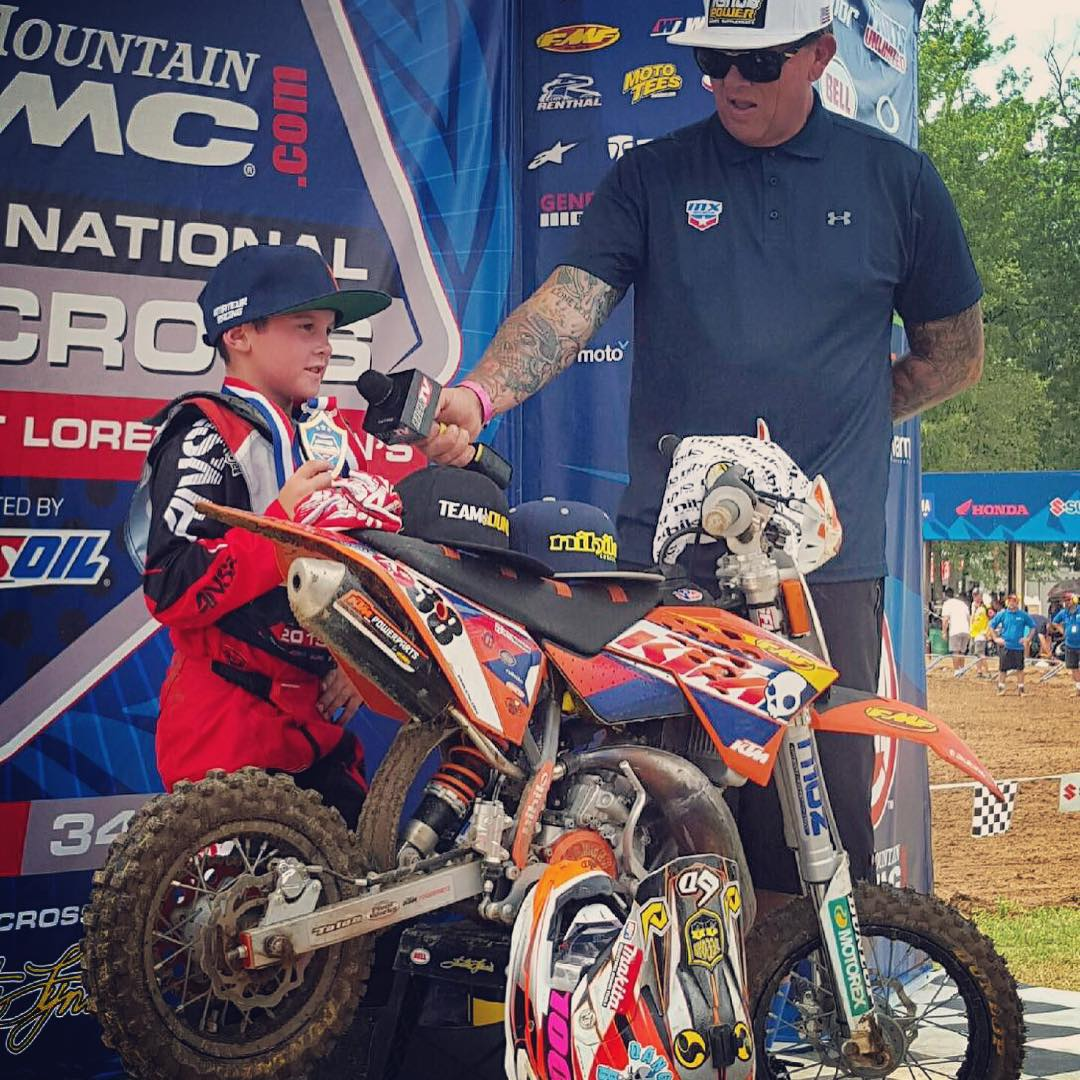 @dangerboydeegan checked out on his Moto today at @lorettalynnmx bringing home the win! @orangebrigade @ktmusa @ridedunlop @ride100percent @6dhelmets #deegan38 #moto #lorettalynns #dangerboyz