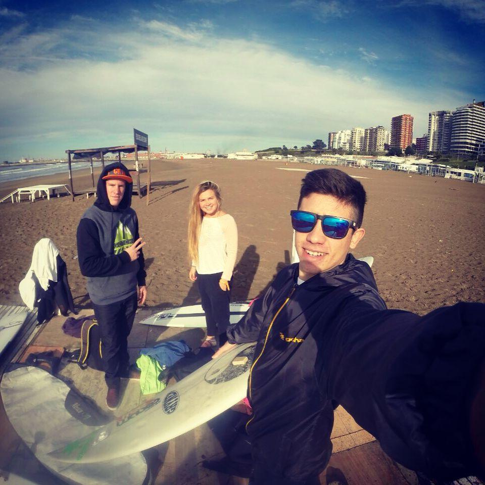 Sessiones de Invierno @nico_hermida @milirepetto @frannfulton en Playa Grande, Mar del Plata  Bienvenido Nico!  #Gotcha #surfing #youngdiamonds
