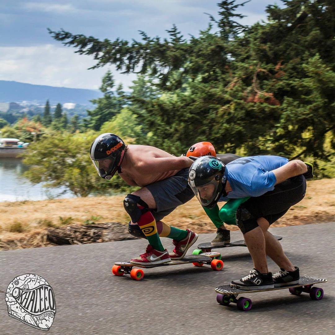 Pretty rad event went down on the West Coast last Sunday in Portland - The Mt.Tabor Downhill Challenge which required open class riders to have an old school stance with feet and knees close together. Here's Robskey @eastsidelongboards leading with his...