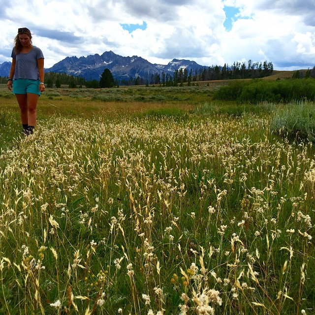 Go wander with a great pal ••• #sisterhoodofshred #sawtoothmountains #idaho