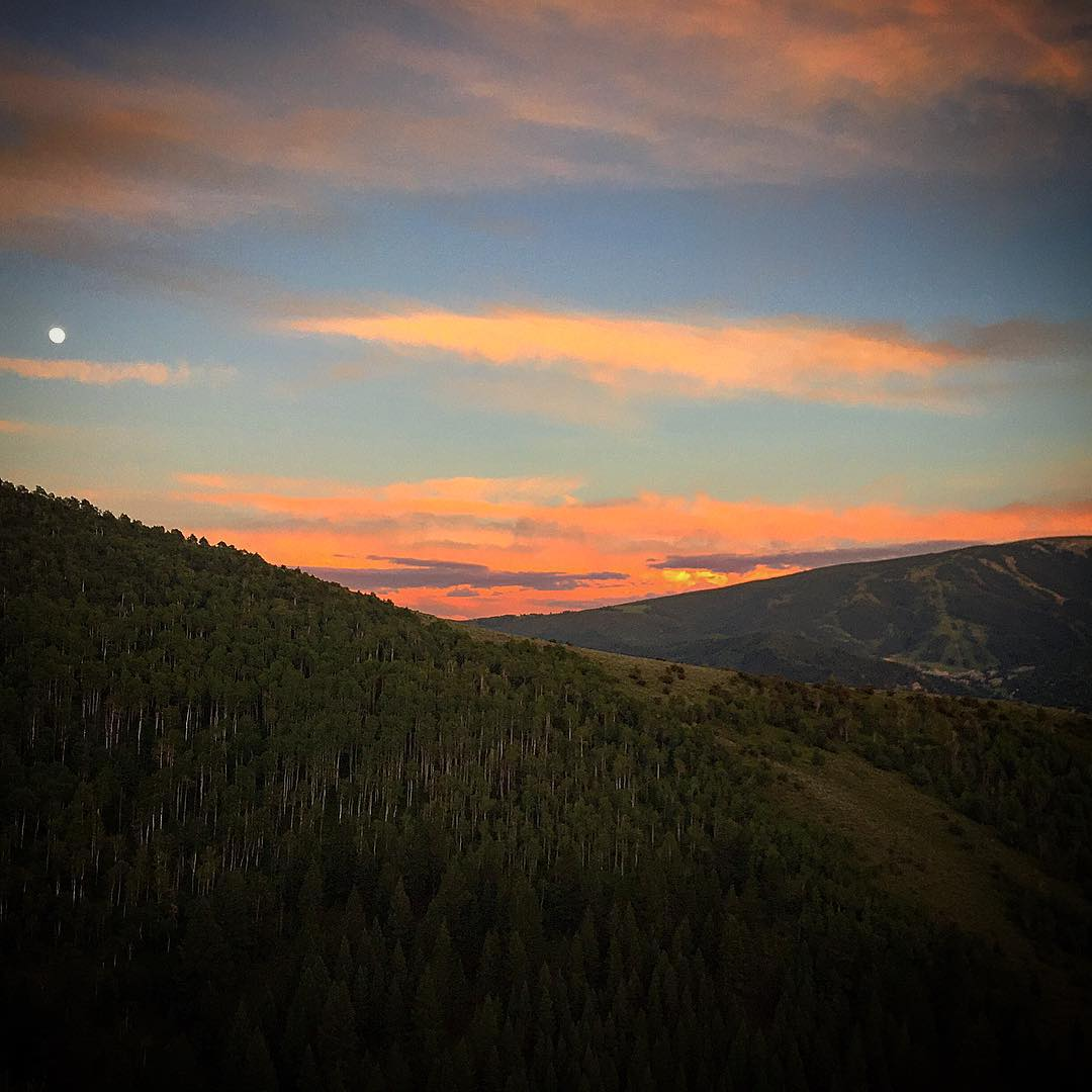 Another beautiful Rocky Mountain sunset this time with a full moon as well! #sunset #coloradopics