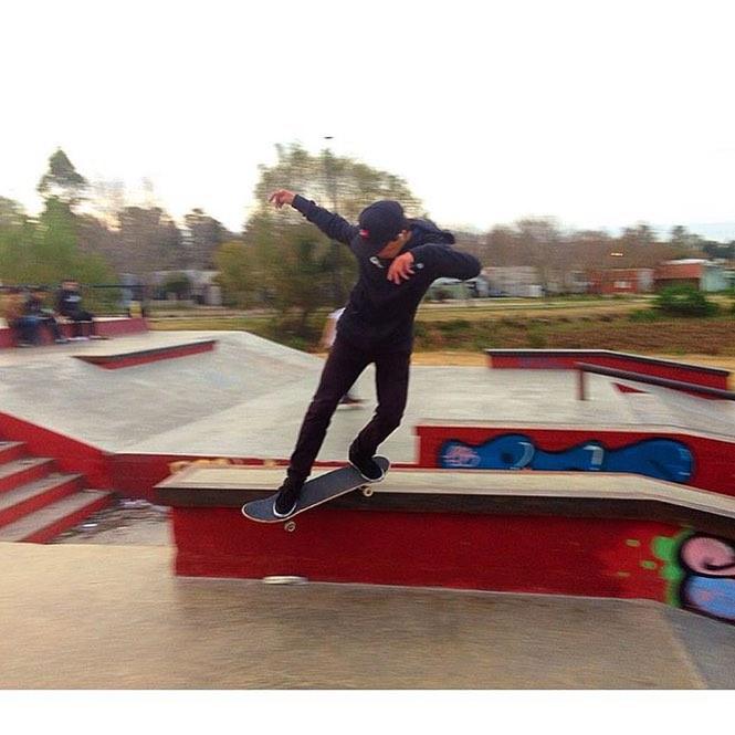 Sorteando el día gris @santirezza BS Smith #Skateapark #Berisso #TrueToThis #RealLifeHappening