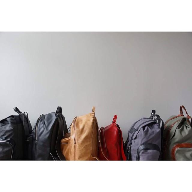 Bariloche! Este sábado Showroom con @opíparo pepino de 12 a 21hs en el km 5! Todas las mochilas con 20% de descuento. Tarjetas y cuotas!
