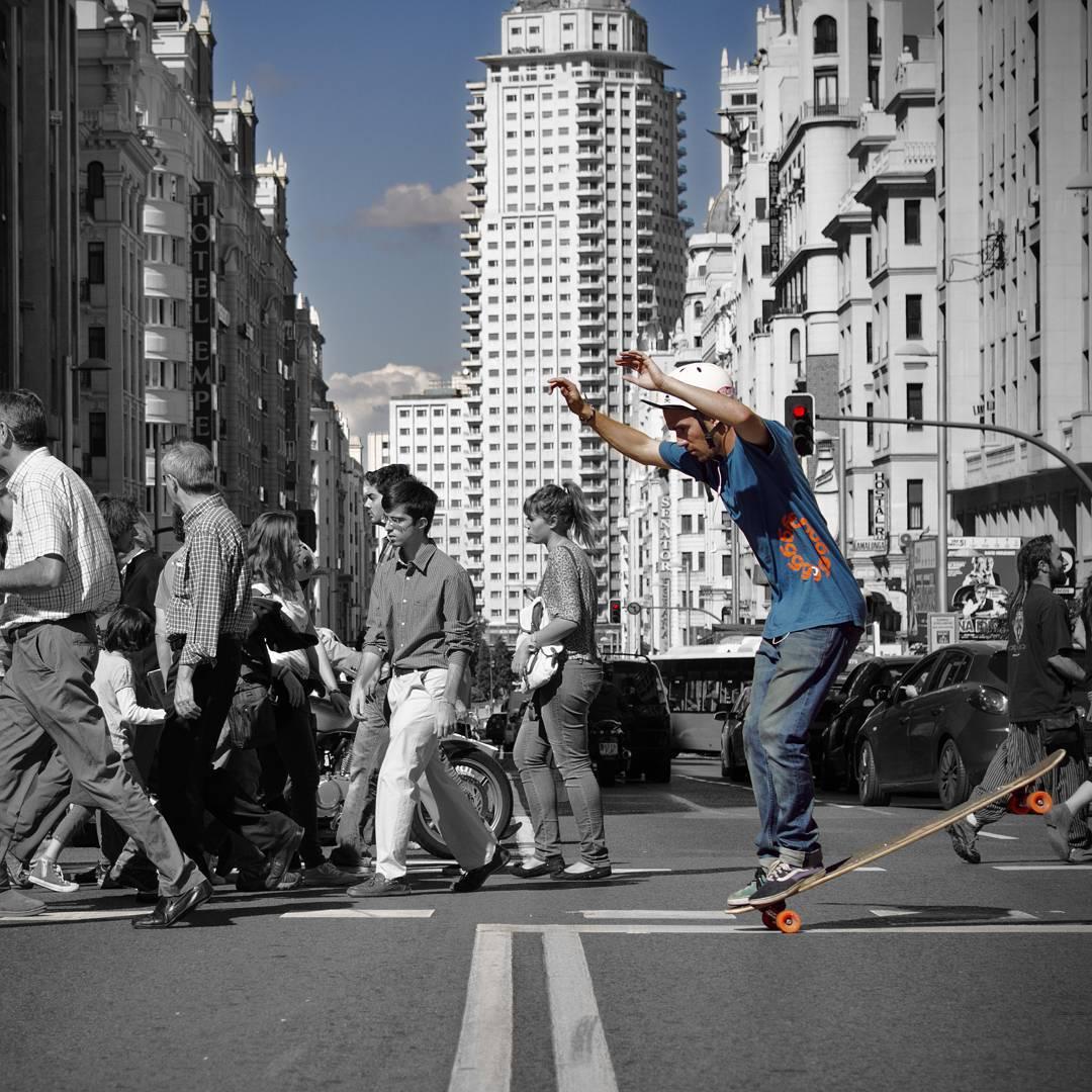 Stand out from the crowd like @danielsamsagaz  Photo: @noelia_otegui  #Orangatang #Orange #Stimulus #LoadedBoards #Bhangra #Flex2