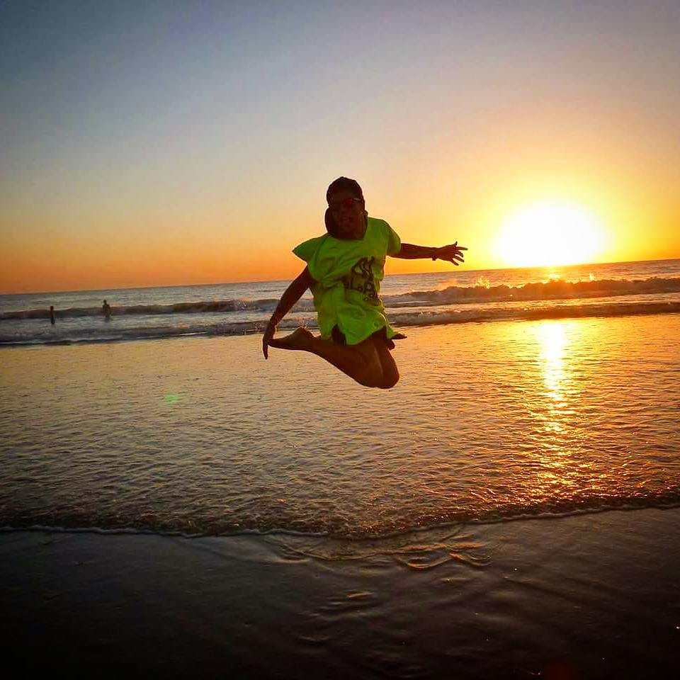 Get High! #palapapa #surf #sup #bodyboard #kitesurf #wakeboard #beach #sunset #style #like4like #likeforlike #follow #ride #cool #photo #colorful #awesome #sports #wear #clothing