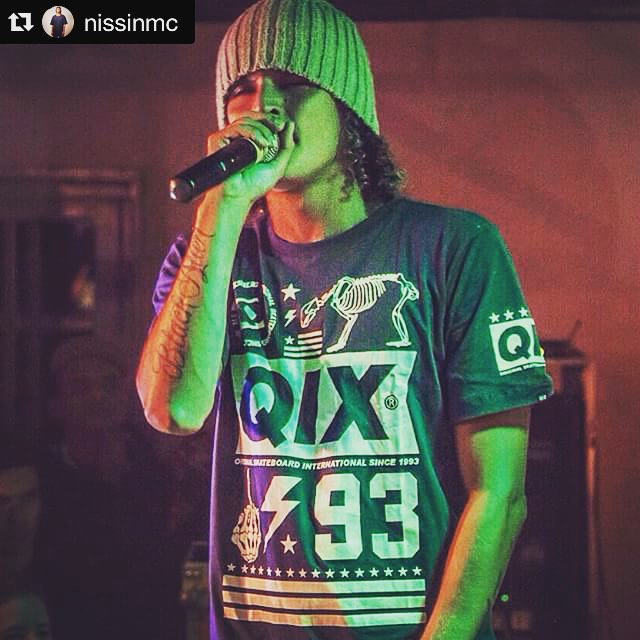Nissin da @orienterj de #QIX no palco.  #Repost @nissinmc ・・・ Hip Hop Reggae Hippie... @qixskate