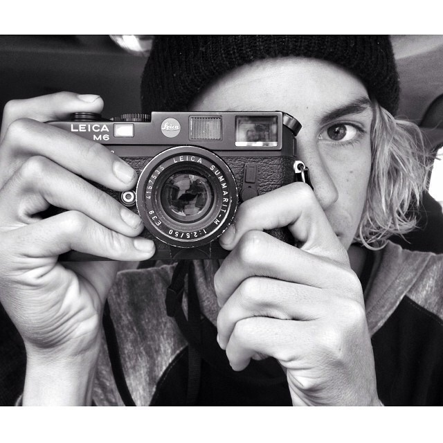 Re post @currencaples. Analogic fotoshooting!  #photo #surf #teamvans
