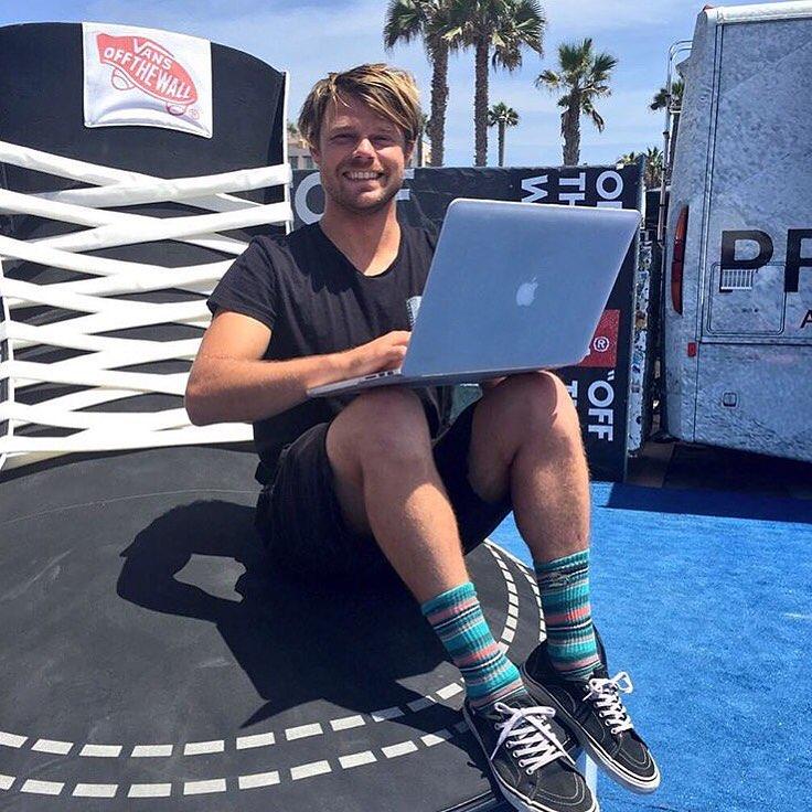 Dane Reynolds desde Surf City respondiendo preguntas. Al @usopenofsurf no le falta nada