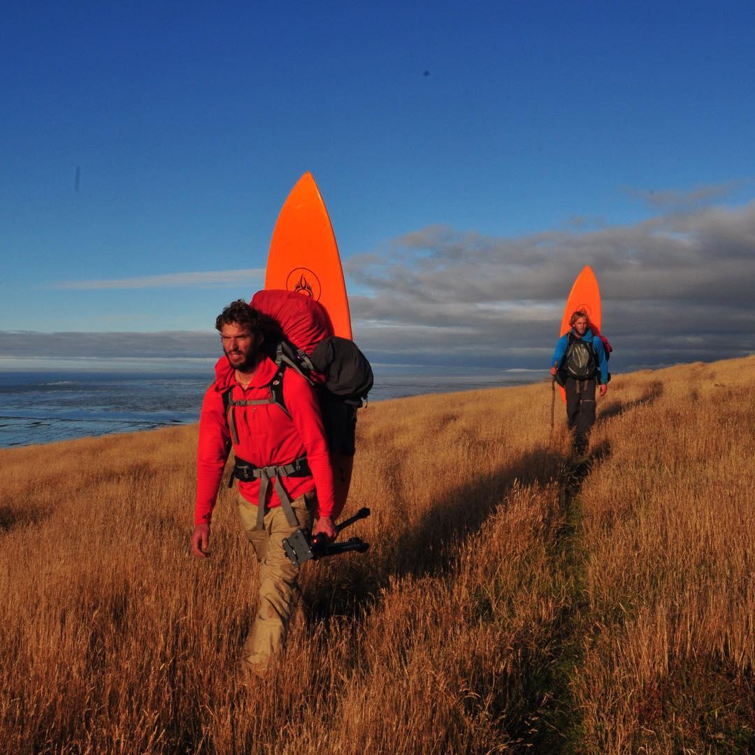 Así llegamos a la Estancia María Luisa después de 53 días de Expedición en Península Mitre.  Dejamos los pastizales nativos para caminar por caminos de ripio, ver autos y volver a la ciudad.