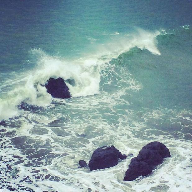 """Sometimes we must embrace pain and burn it as fuel for our journey."" #KenjiMiyazawa /// @bodhisurfschool #bodhisurfschool @billabongwomens #wandermuch @oceanguardians #oceanguardians #oceanconservation  @glateens #glateens #leyendas #osa..."