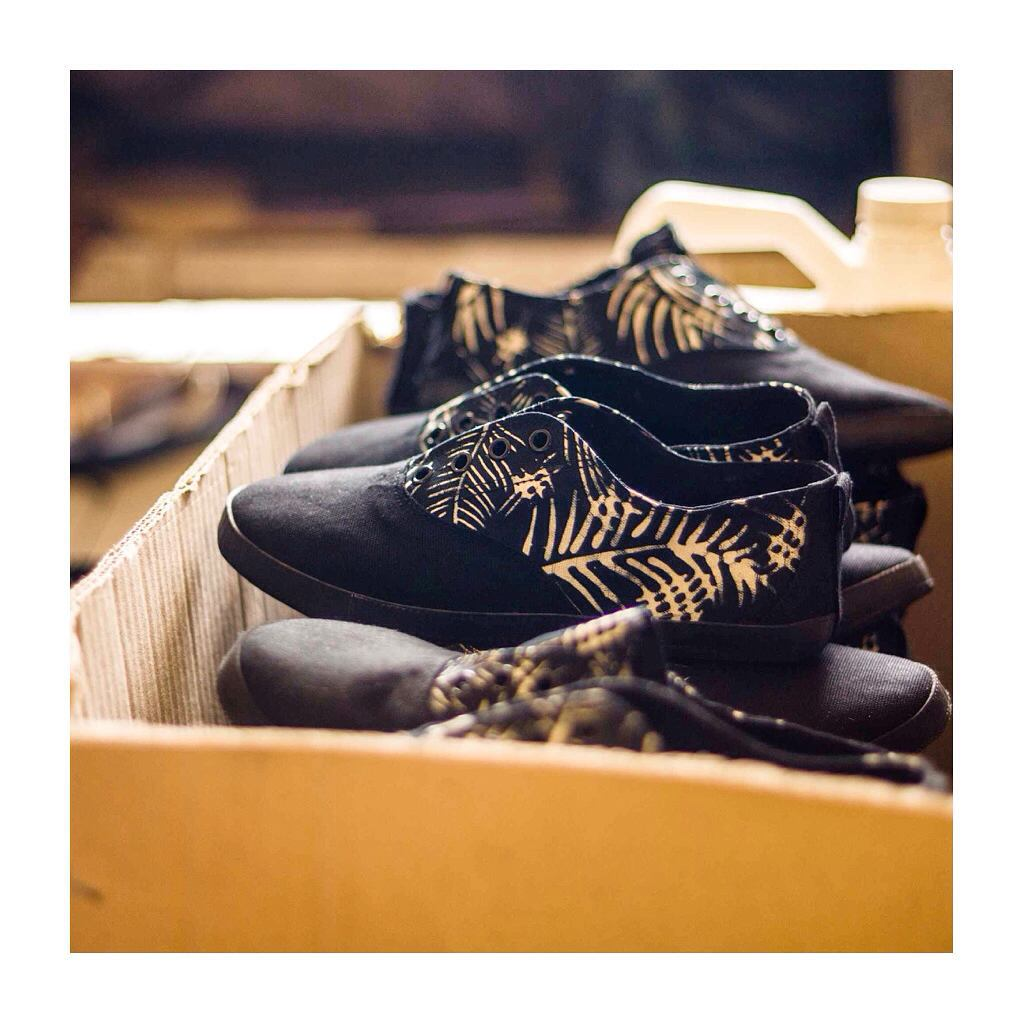 Batik palm print ▪️▫️▪️ #details #JJshoe #intheworks #Indosole #TiresToSoles #SolesWithSoul #repurposed #vegan #upcycled #footwear