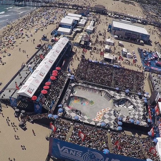 Acá estamos, disfrutando del ultimo día del #vansusopen. Ya se encuentra en vivo la categoría hombres de surf. Mas tarde tendremos finales de mujeres y también de BMX. El @usopenofsurf lo tiene todo! Link en nuestra biografía