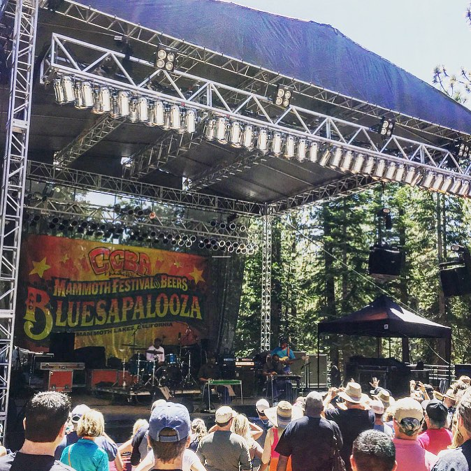 We are having a blast in Mammoth Lakes at the Mammoth Festival of Beers and @bluesapalooza! Sunshine, bloody mary's, blues and bikinis! ☀️
