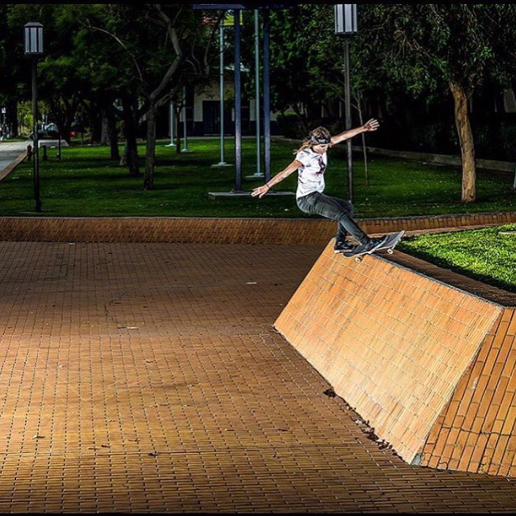 Sunday funday! @leticiabufoni making the impossible possible. pc: @pablovaz #ladiesofshred