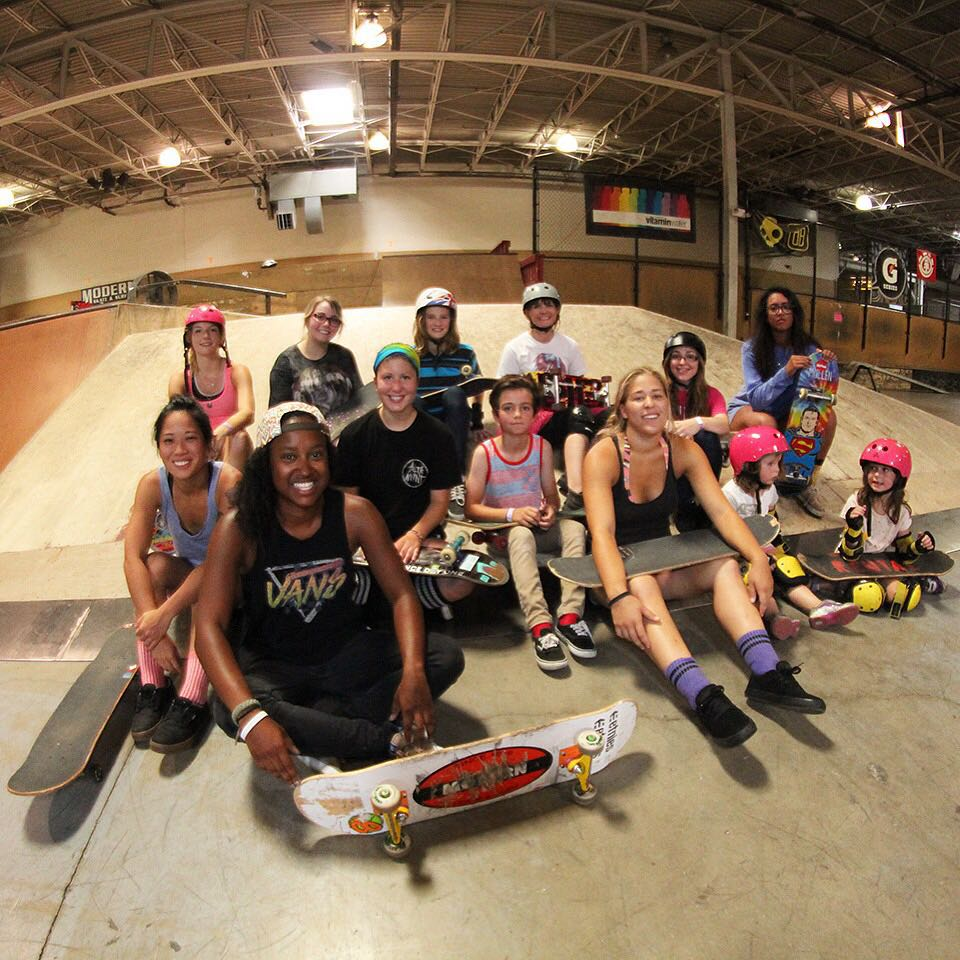 Group shot from the Michigan GRO crew session yesterday at @modernskate !@michigangrocrew #ridetrue #girlsridersorg #michigan #michigangrocrew