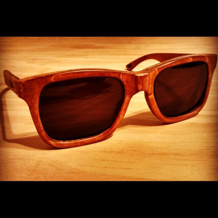 Falta cada vez menos para que empiece el calor, ya tenes tus anteojos reciclados de tablas de skate?  #recycledskateboards  #recycledsunglasses  #maplewood  #sunglasses
