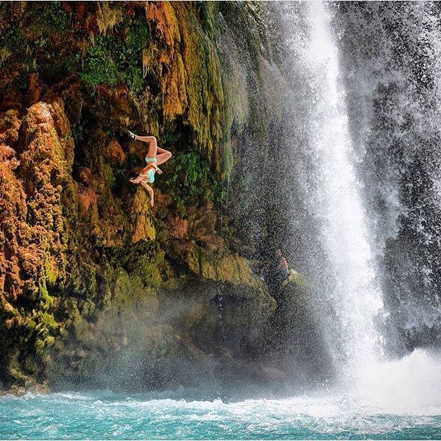 Rumpl ambassador @amyjanedavid flipping out at Havasu falls. ✊