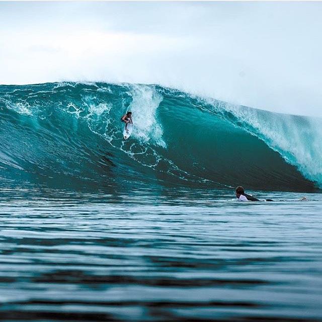 Cada vez falta menos, todavía no sabes donde vas a surfear? Lo que sí es seguro que lo vas a pasar con @underwavebrand. Acordate que con la compra de cualquier producto + 100 pesos te llevas una de nuestras remeras! Ph: @Surfingmagazine