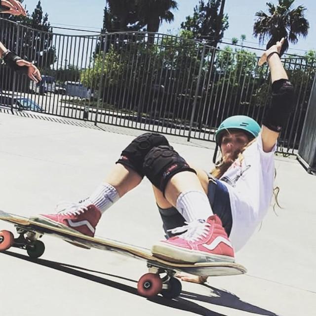 Rip it girl! @sierra_prescott    PC: @thegavinmacintosh #sisterhoodofshred #skateboarding #girlsrule