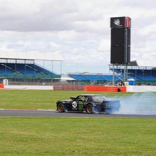 I had a blast sliding the Hoonicorn around Silverstone Circuit in the UK today. Pretty rad to hoon a track that I've only ever seen in TV coverage of Formula 1 and MotoGP races. #Hoonicorn #sliderstonecircuit #noiseviolations