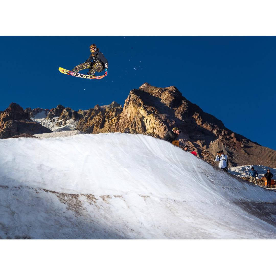 Still some white on top of #MtHood . @algaee tweaking one out @windellscamp |