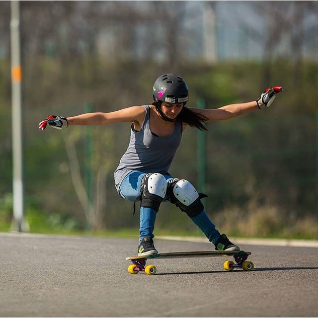 @lgcchileoficial rider @jandy.cayunaoc.  Esa crew Sudamericana on fire!  #longboardgirlscrew #womensupportingwomen #girlswhoshred #skatelikeagirl #jandycayunao #lgcchile #chile