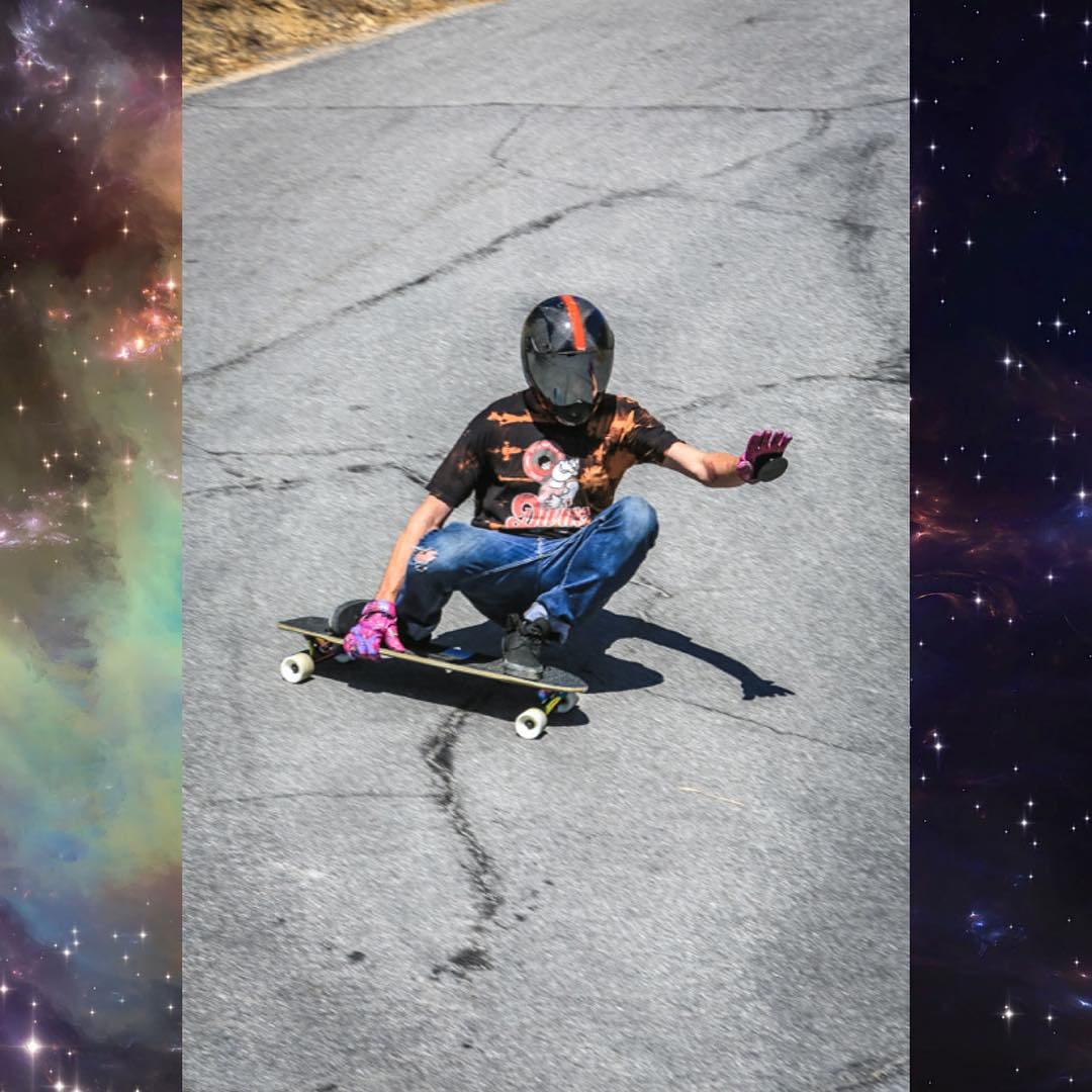 Just sliding his way through the Cosmos - @dubeseldorf relaxes while entering a left turn into another dimension.