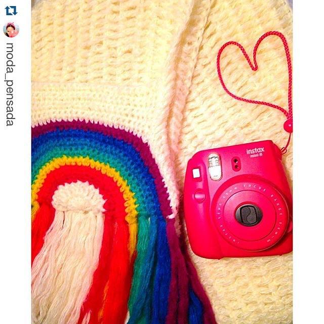 Ya siguen a @moda_pensada ? Hay una explosion de color y de cosas divinas y cancheras que alegran cada dia cuando lo recibis en tu telefono!