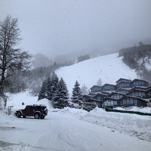 It's still snowing at @aspensnowmass ! Skiing is all time right now and there is a lot more snow in the forecast!