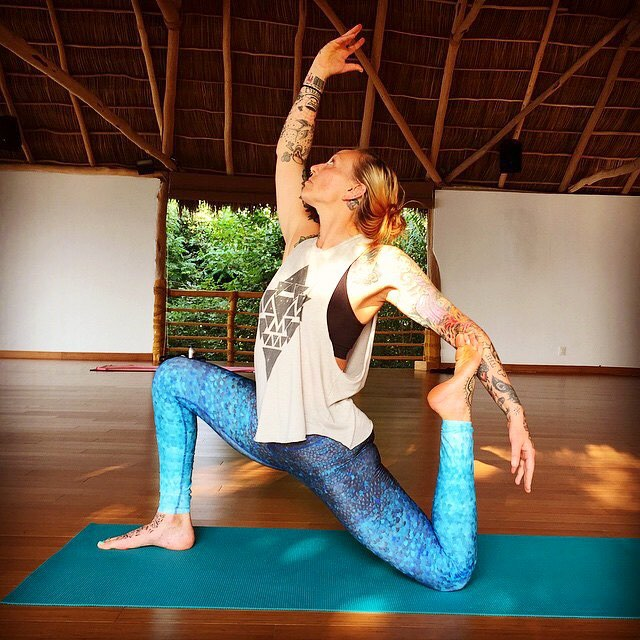 be flexible & open hearted ~ life has many twists & turns  #gowiththeflow #yoga #travel #explore #openheart #mermaid #travelingpants #xinalaniretreat #mexico #yogaleggings #surfleggings #OKIINO