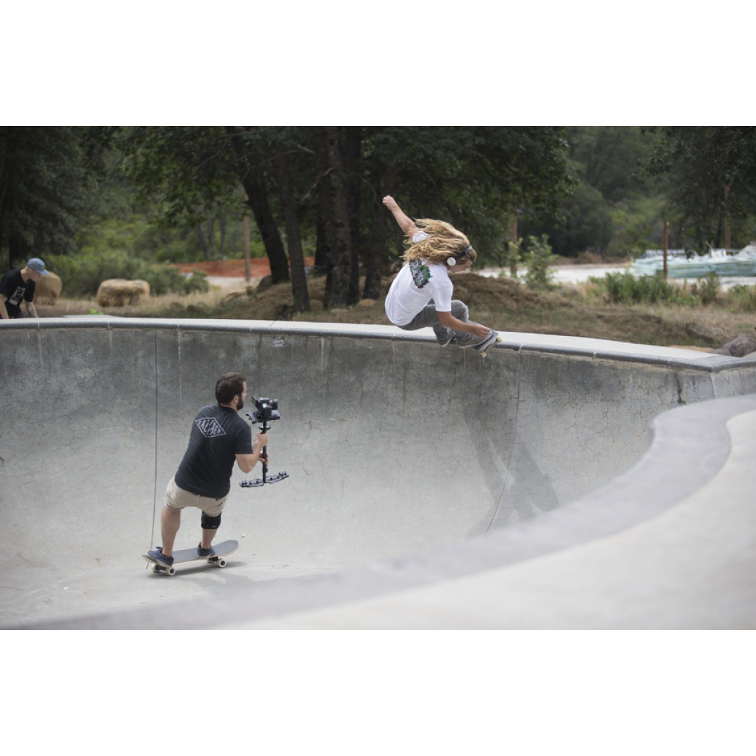 @camrev33 whipping his hair back and forth while @chubbaluv gets the clip. #sk8north #skateboarding #caliberstandard