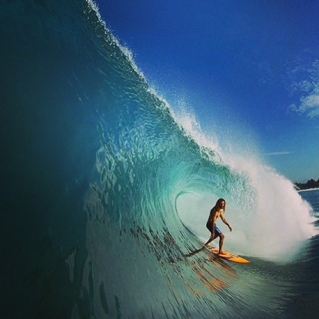 ₪ ₪ Pura adrenalina sobre olas ₪ ₪ @rob_machado, México. Photo: Todd Glaser Photography #soul #surfing #waves #reefargentina