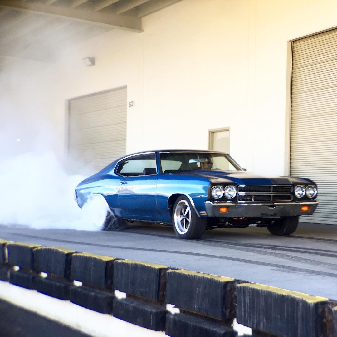 Bake 'em up! Keep an eye @tangelo96 on #HotRodGarageShow to see this thing in action. #DonutGarage