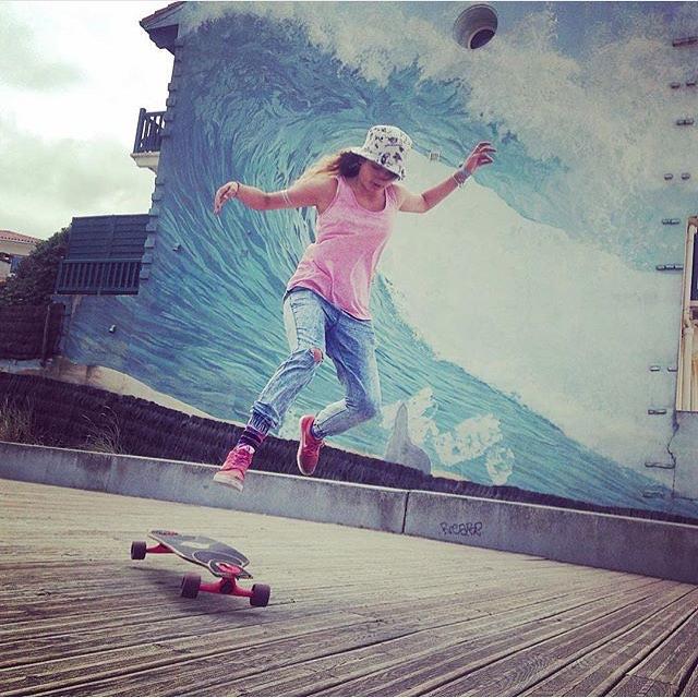 French rider @noyelongboard enjoying her days in Hossegor. Hope you all had a fun weekend!  #longboardgirlscrew #womensupportingwomen #skatelikeagirl #girlswhoshred #noemichabrier #france #hossegor