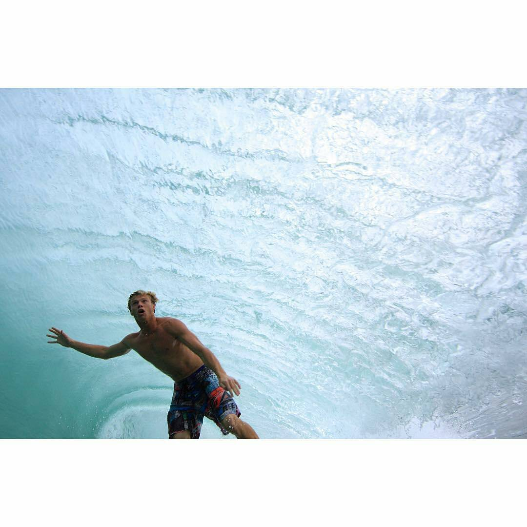 @leleusuna -  #TBT Puerto Escondido, Zicatela couple of years ago. #surf #surfing #waves #ReefTeam #ReefArgentina #justpassingthrough #LifeIsShortGoSurfing