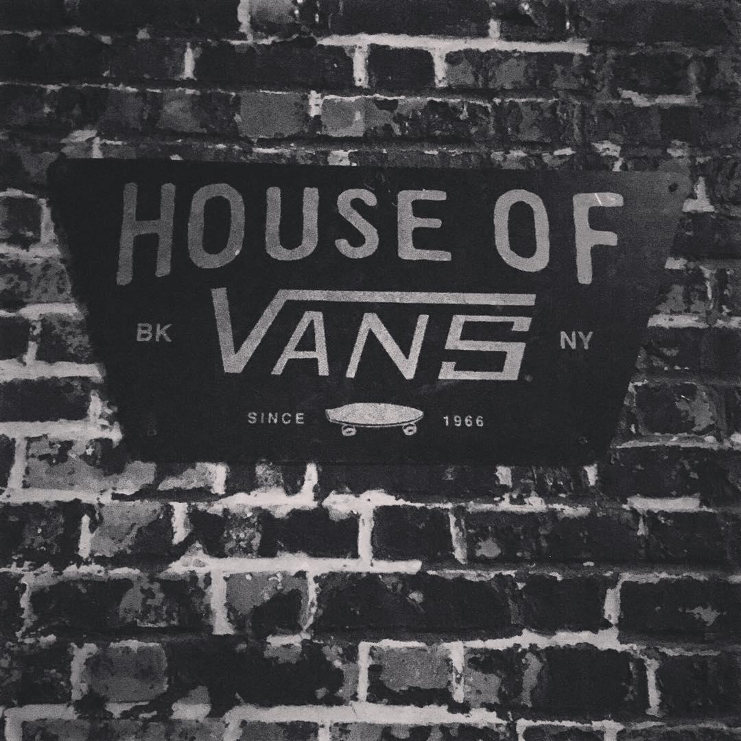 -¿Qué es la House of Vans? Un espacio multidisciplinario donde conviven el arte, la música y el skate. -¿Dónde queda? En Brooklyn (y también hay una en Londres). -¿Cómo puedo hacer para conocerla? Una buena idea es participar del #ClassicBuenosAires en...