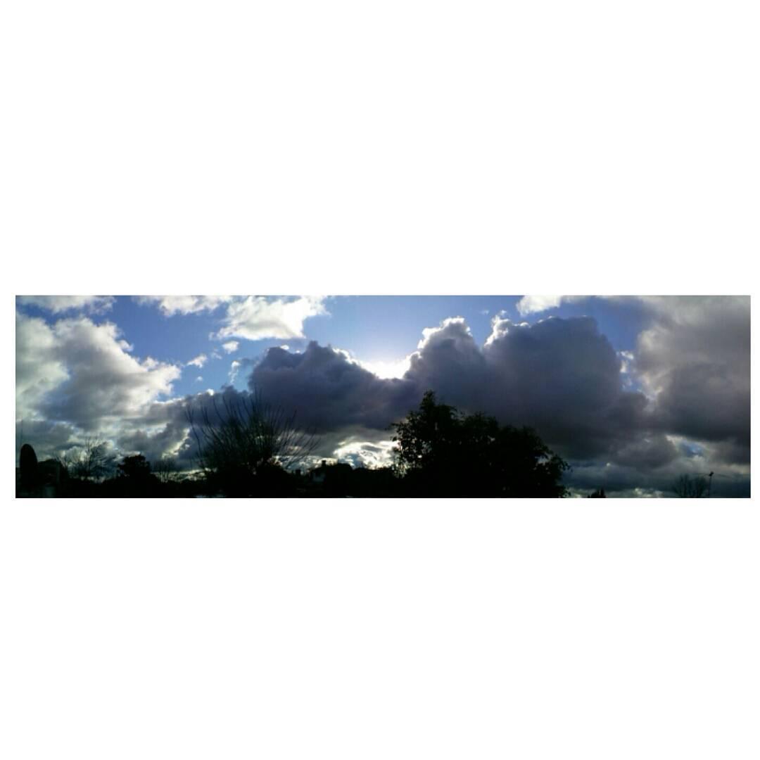 La perfección en un instante que parece inacabable. #panoramic #sky #cielo #clouds #nubes #cielosdebuenosaires #inlove #winter #instamoment #estudianena