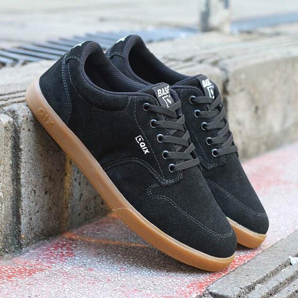 Curte uma sessão nos picos de rua? Então garanta o seu #QIX BASE. Escolha a cor que mais combina com seu estilo em www.qixskateshop.com.br