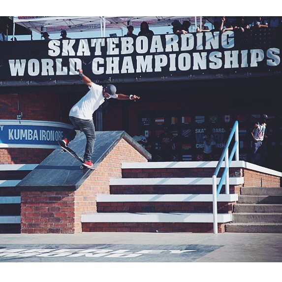 """@kelvinhoefler é destaque em matéria exibida no programa """"Corpo em Ação"""" da TV Tribuna, afiliada Globo São Paulo. Saiba mais em www.qix.com.br  Foto: @anapaulanegrao #qixteam #qix #skate #skateboard #skateboarding #skateboardminhavida"""