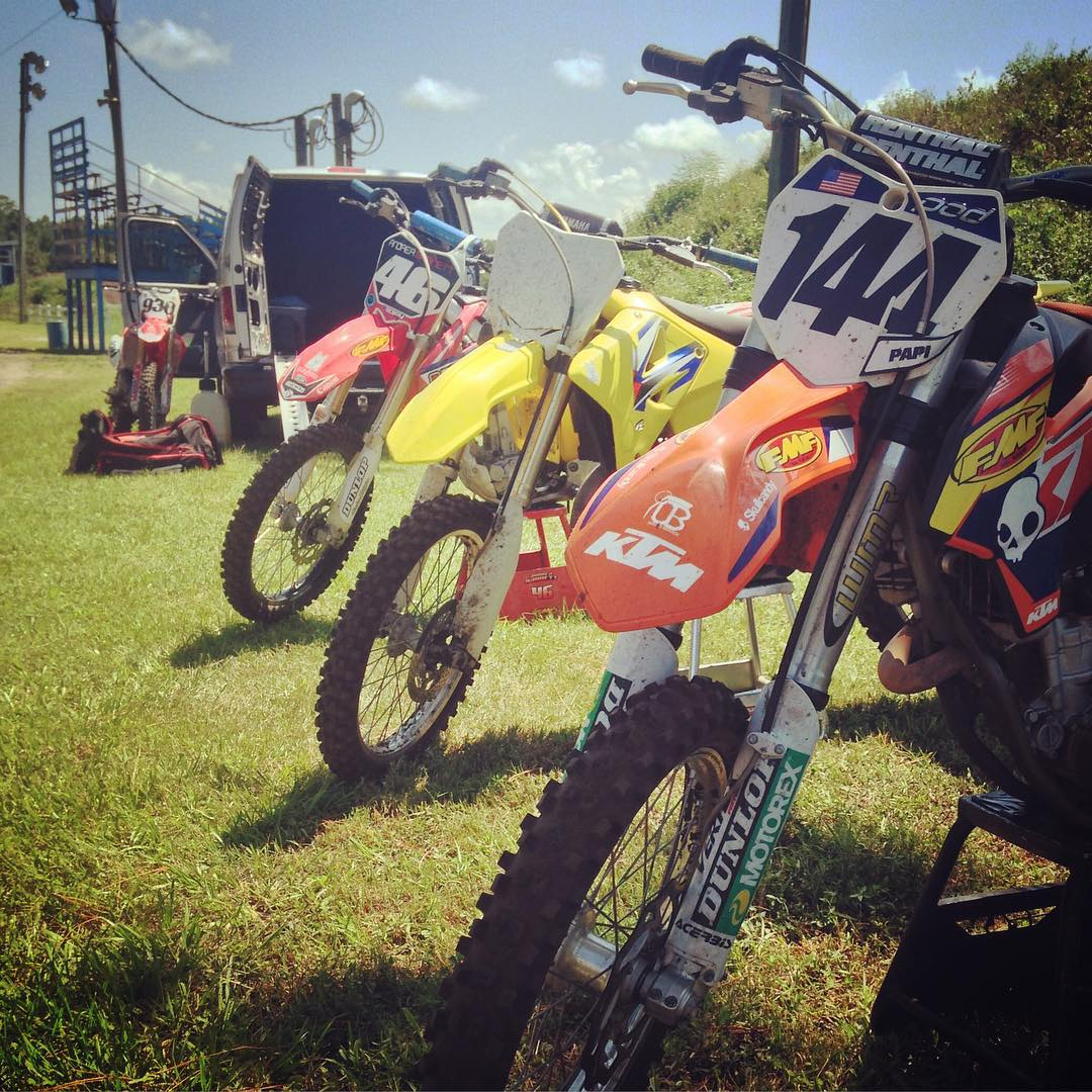 Good day with good people! @whatthefett  @tomparsons930 @brockpapi #wolfmx #moto #motocross #rainbowofbikes #atifamily