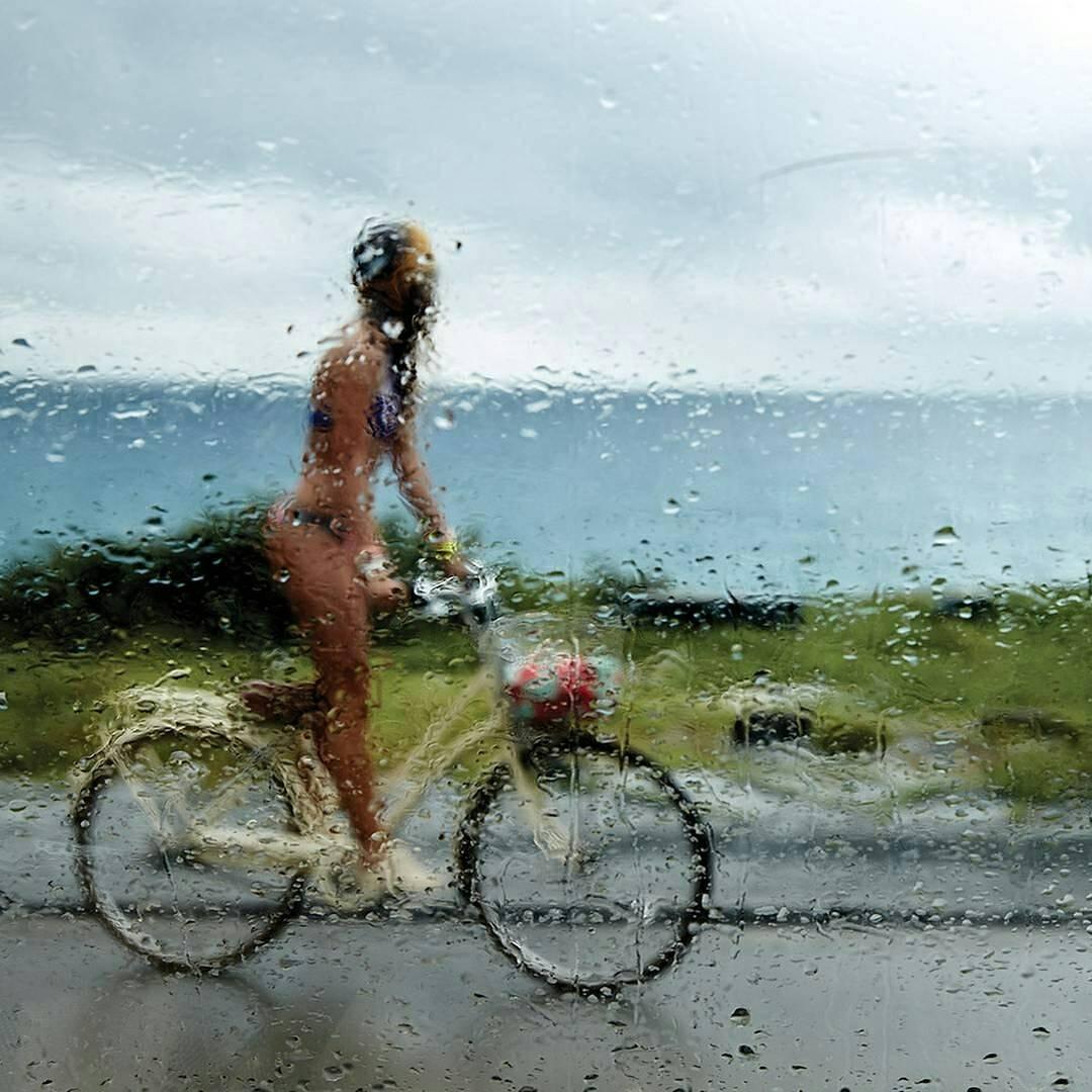 Algunas personas sienten la lluvia, otros sólo se mojan ☔