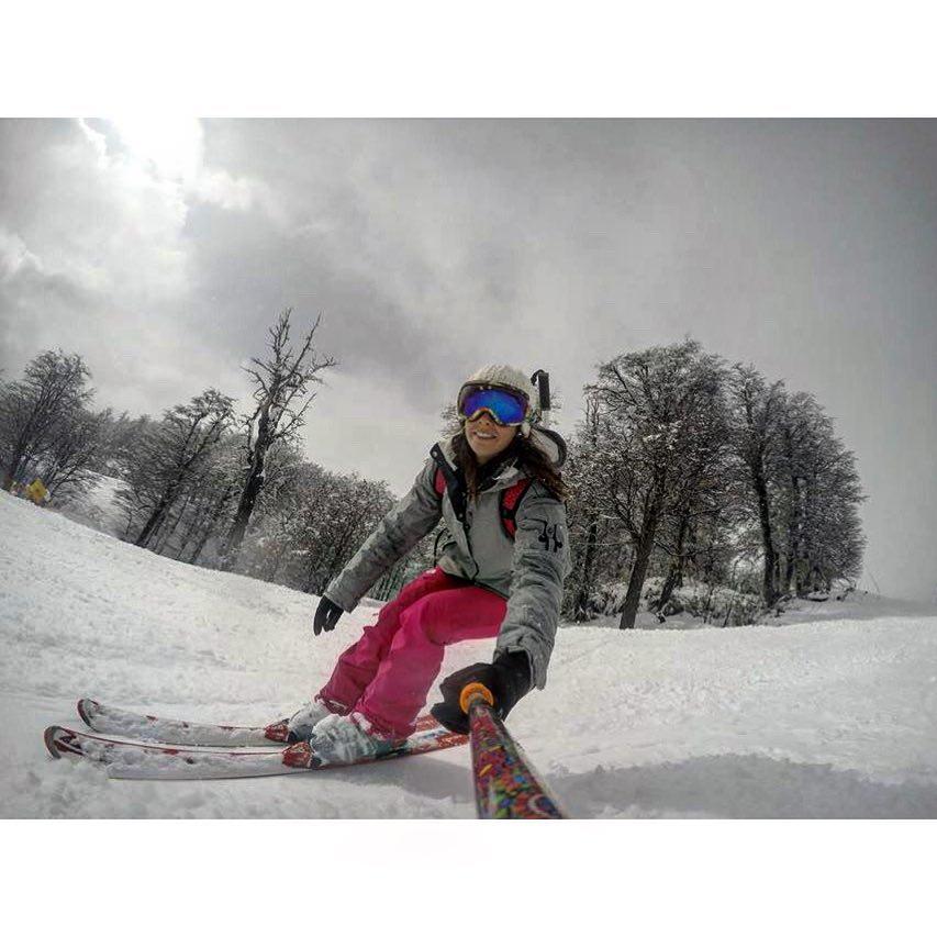 @pamela.ali con su #ZephyrPole en @cerro_chapelco !! Tremenda la nieve que hay en el cerro!! ❄⛄